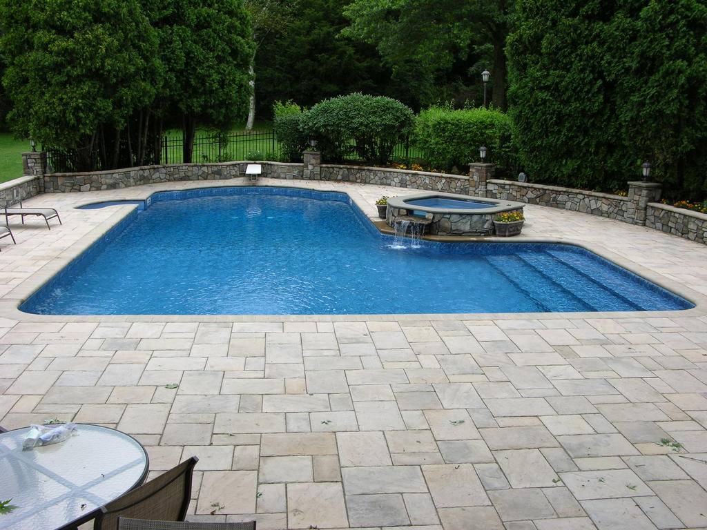 ... L Shaped Pool