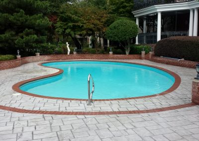 How to clean the swimming pool ladder