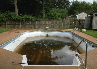 How to make sure algae stays out of your pool